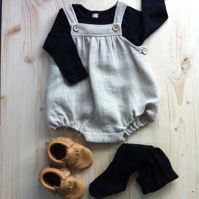 T-Shirt American Apparel / Barboteuse Zara / Chaussons Freshly Picked