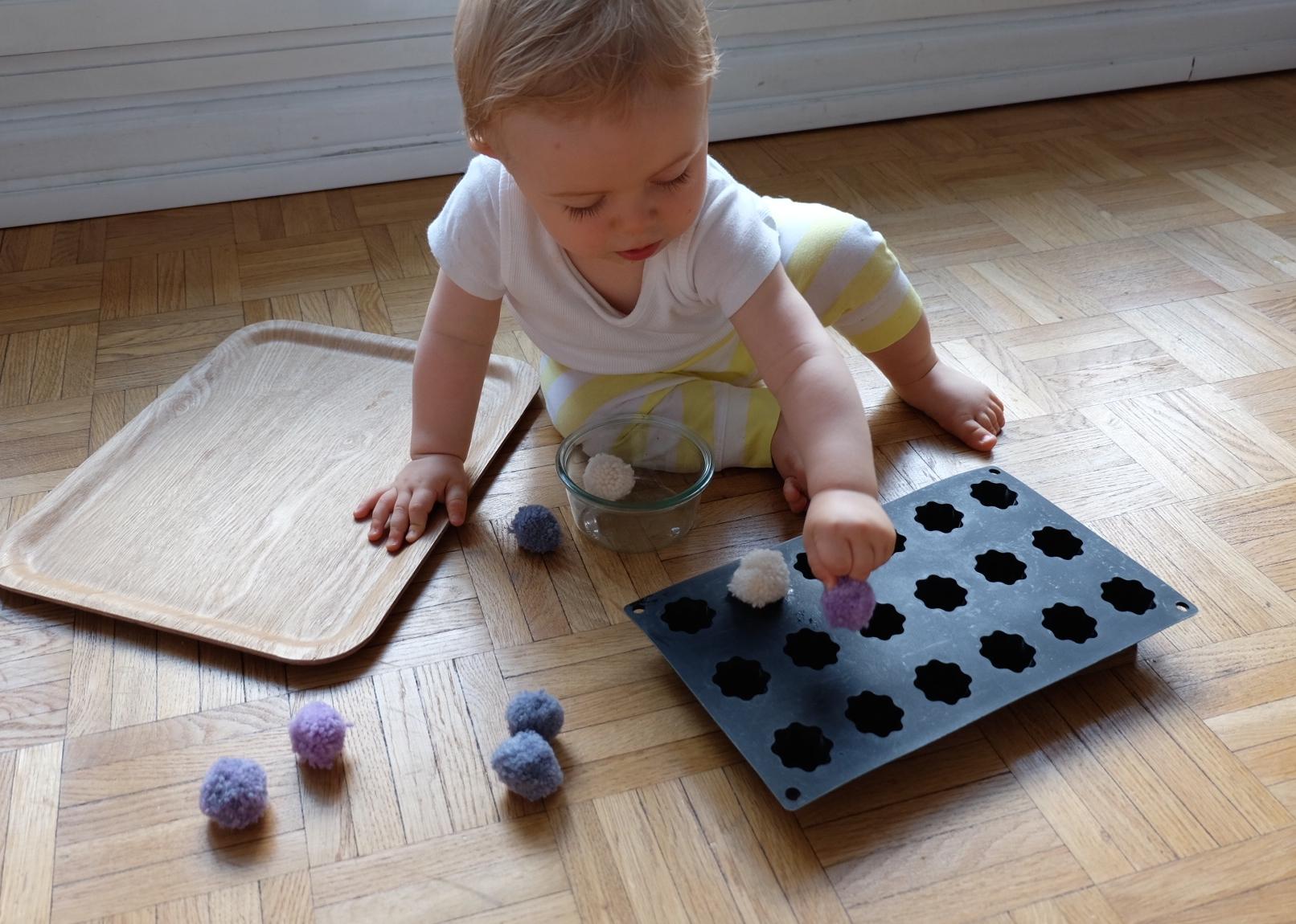 Activit b b un trou un objet chaque place a sa - Bebe 18 mois ...