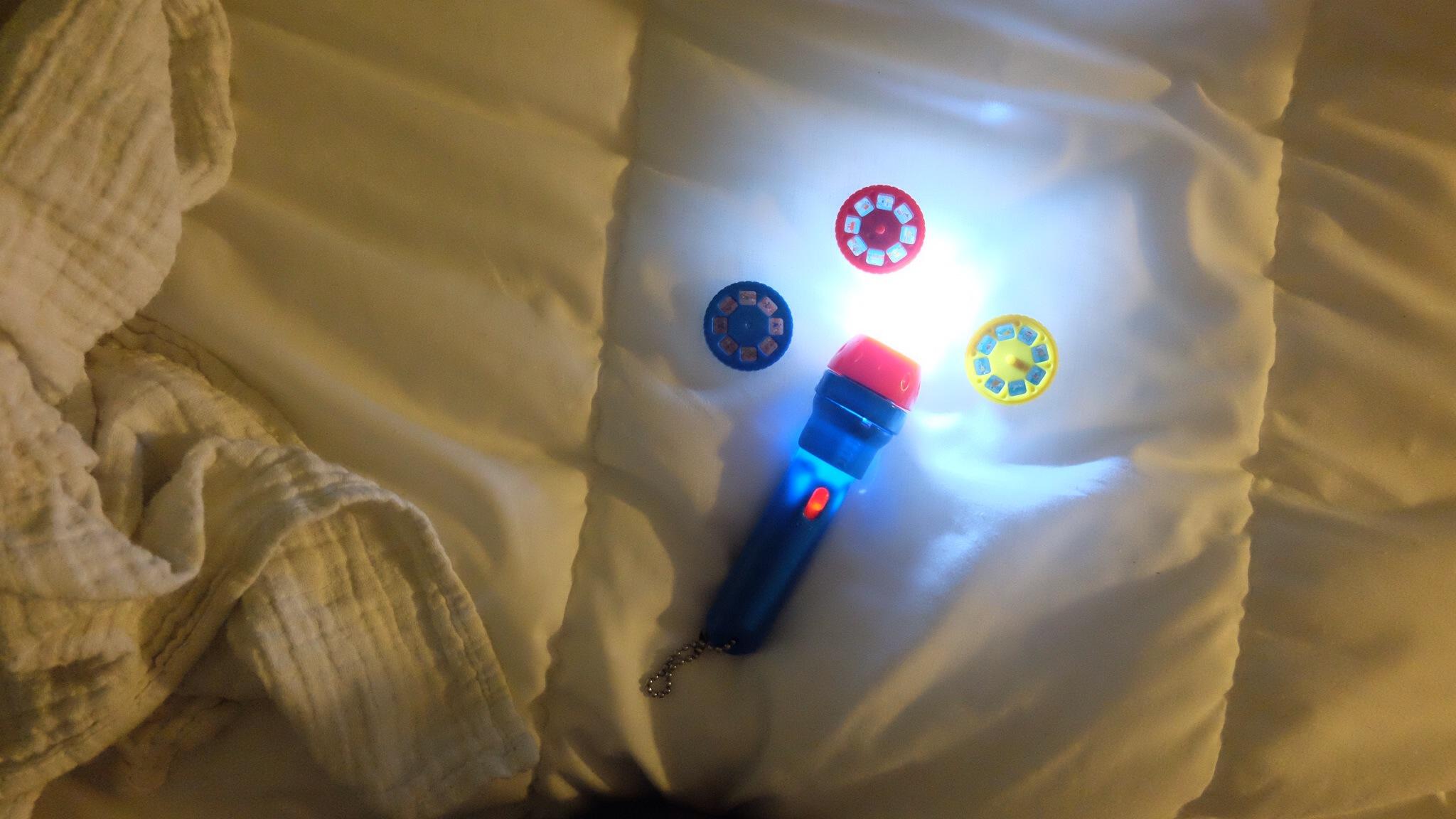 Bonne Idee Activite Petits La Lampe A Histoires