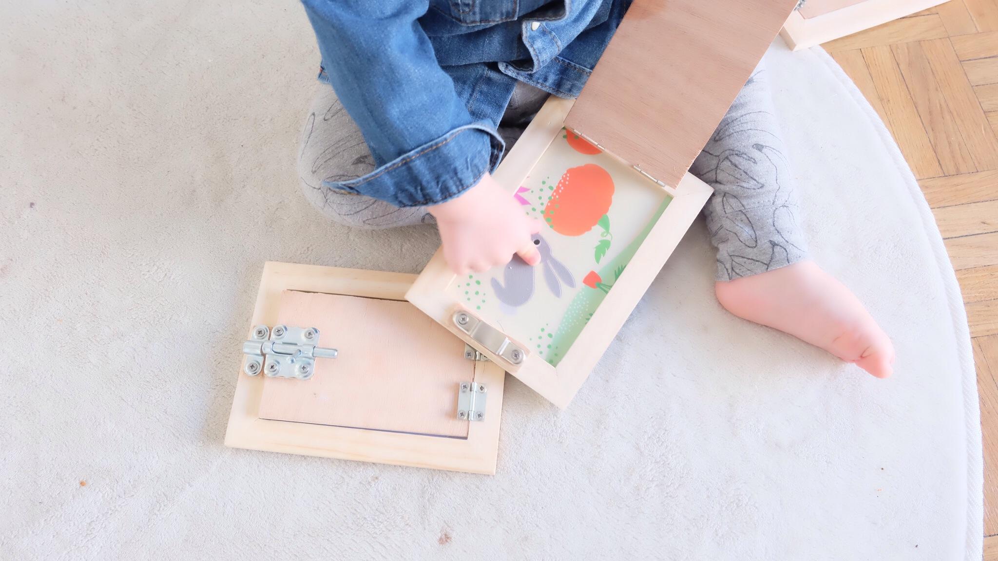 diy activit b b des cadres serrures inspir de la p dagogie montessori. Black Bedroom Furniture Sets. Home Design Ideas
