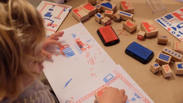 activite enfant les tampons et blocs de ville d aurelien debat. Black Bedroom Furniture Sets. Home Design Ideas